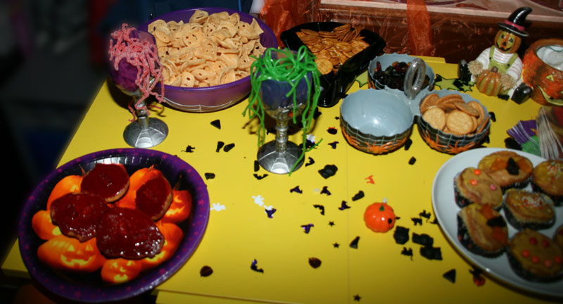 Tischdeko Fur Die Halloween Feier Halloween Feiern